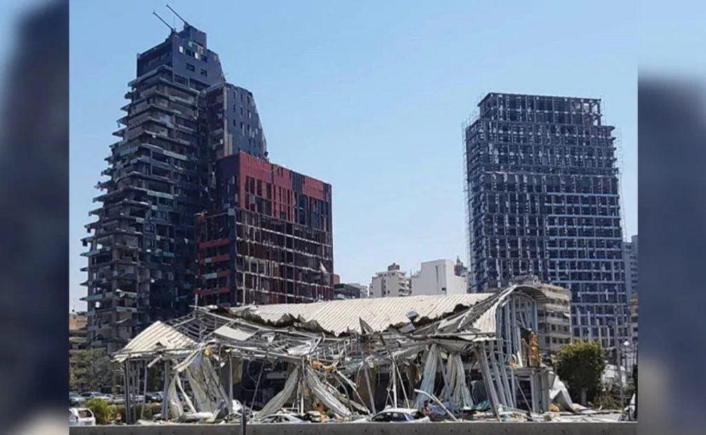 Ce bâtiment démoli que vous voyez ci-dessous est un concessionnaire Audi à Beyrouth qui a été réduit en décombres lors de l'explosion.