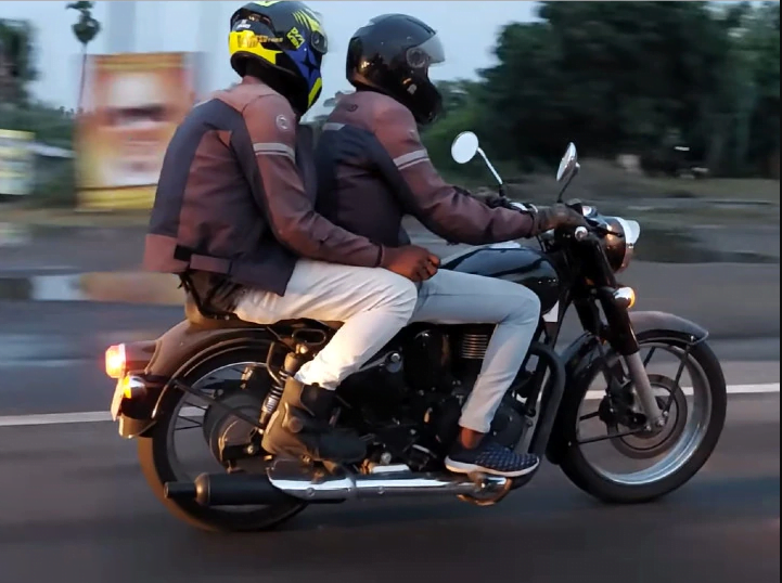 There's a brand new Royal Enfield Classic 350 coming up folks.
