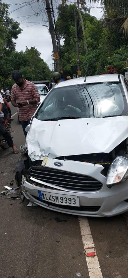 Speeding Ford Figo Crashes With An Ambulance – See The Impact