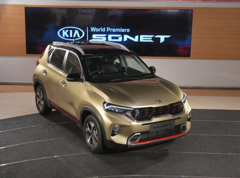 What's The Difference Between Kia Sonet Tech Line And GT Line?