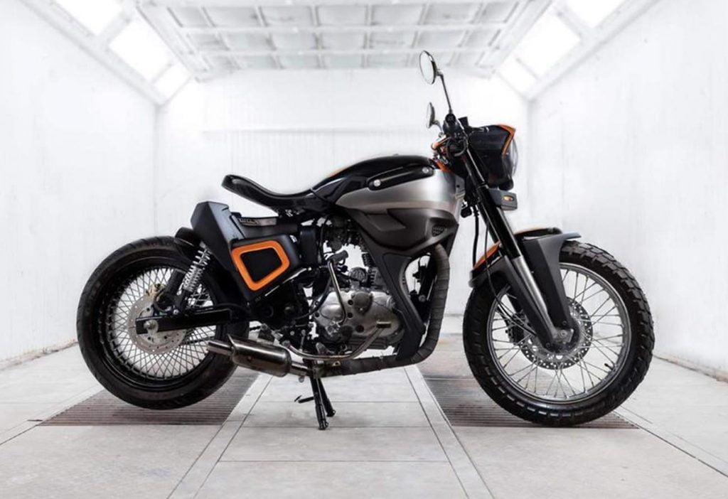 Cette moto a commencé sa vie en tant que BS4 Classic 350 et a été modifiée pour ressembler à un bobber néo-rétro.