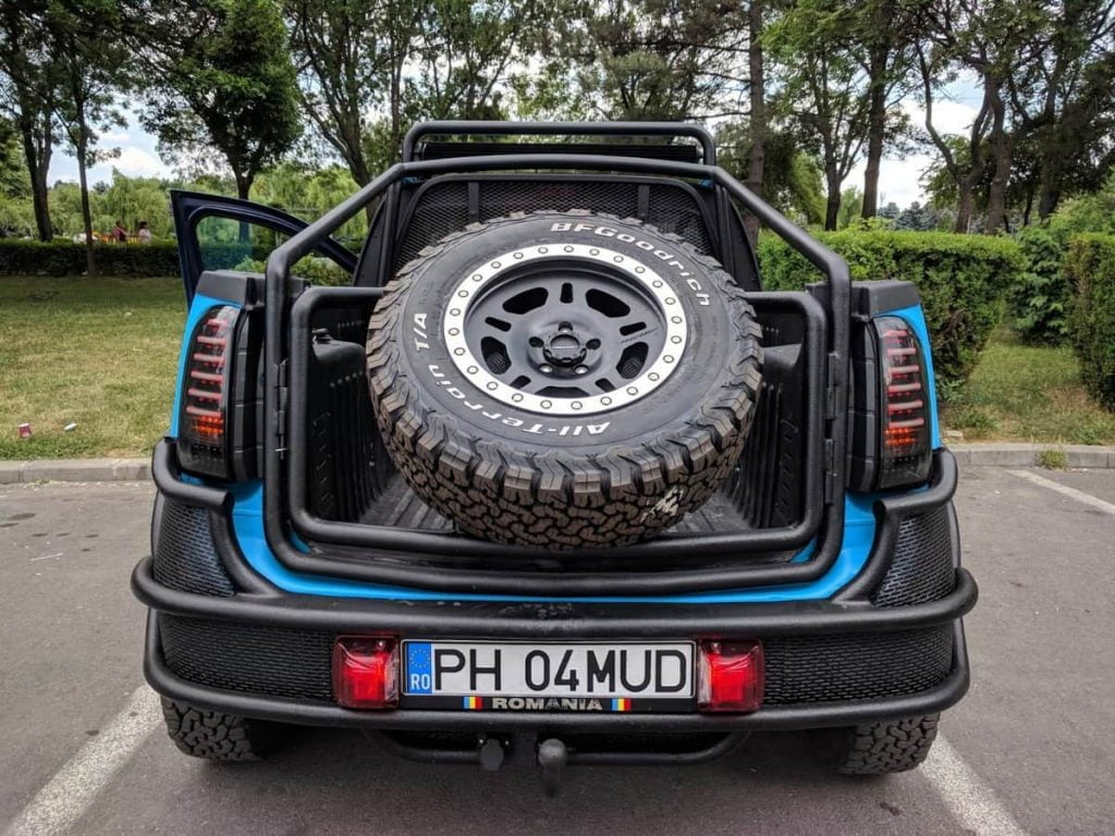 This modified Renault Duster even comes with a roll cage-type tail gate with a spare mounted wheel.