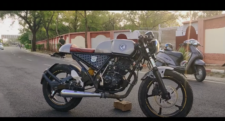 Bajaj Discover Modified Into A Cafe Racer Like Royal Enfield Continental!