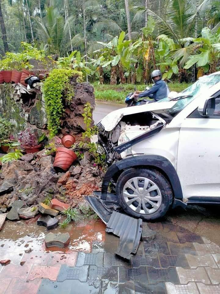 Mahindra KUV100 Breaks A Compound Wall But Keeps Passenger Safe!
