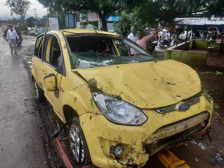 Old Ford Figo Turtles 5 Times With Passengers Inside; All Safe!