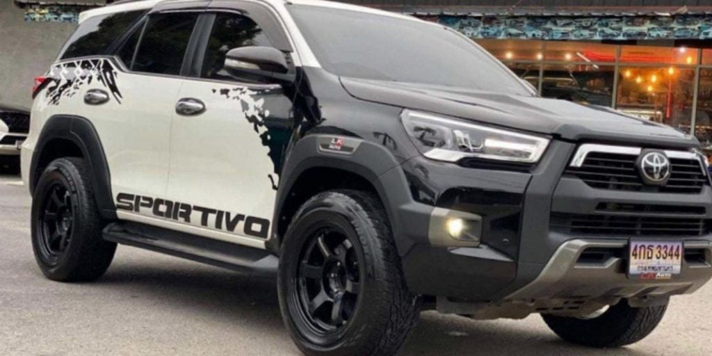 Here we have an example of a very tastefully modified Toyota Fortuner, one that's made to look like the Toyota Hilux.
