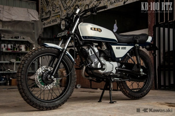 This is a Kawasaki-Bajaj KB100 that has been resto-modded by Eimor Customs.