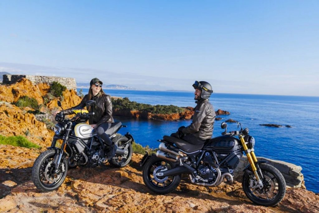 The engine tuning and suspension components are different for the two different variants of the Scrambler 1100.
