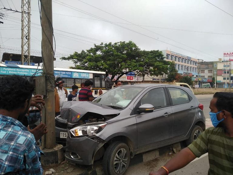 Tata Tiago Crashes Into A Pole At High Speed – See The Build Quality