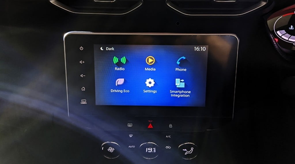 Wireless Android Auto/Apple CarPlay and wireless charging ensure connectivity all day through this 8-inch touchscreen infotainment system.