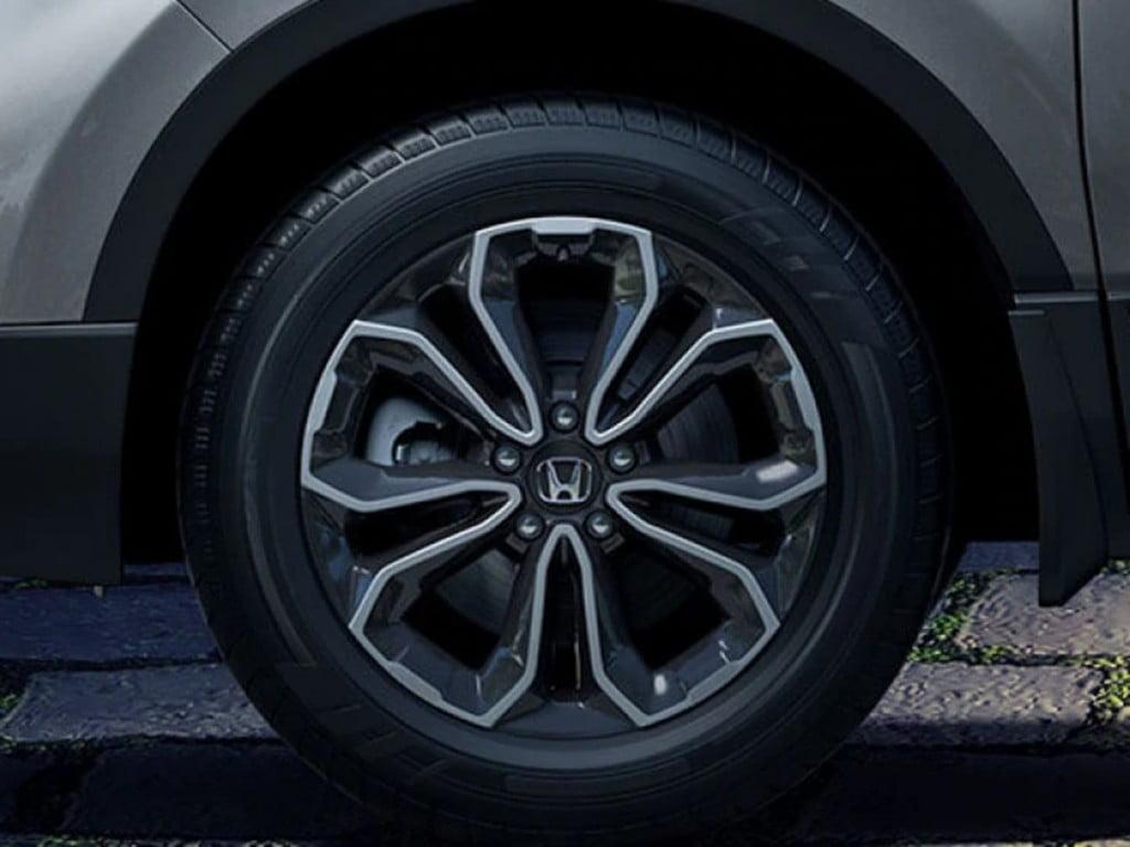 Le SUV obtient également un nouveau design pour les jantes en alliage de 18 pouces.