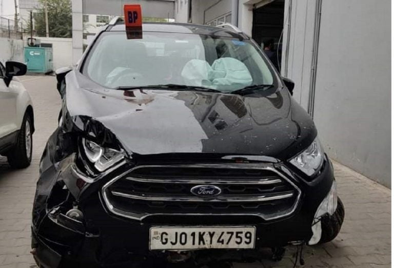 Speeding Ford Ecosport Falls Off-Highway In A Ditch – See The Impact