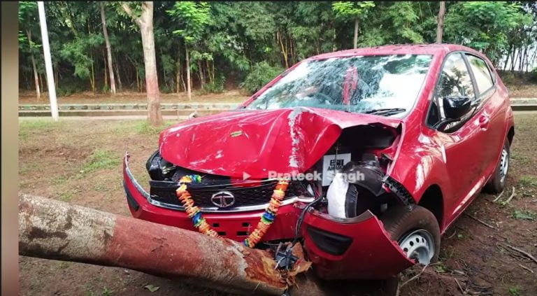 Tata Altroz Collides With A Tree At High Speed – See The 5 Star Safety