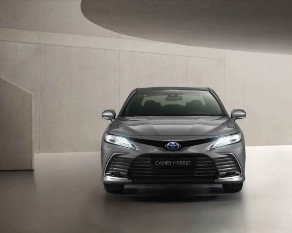 The Camry hybrid now gets a revised front bumper with a new upper grille .