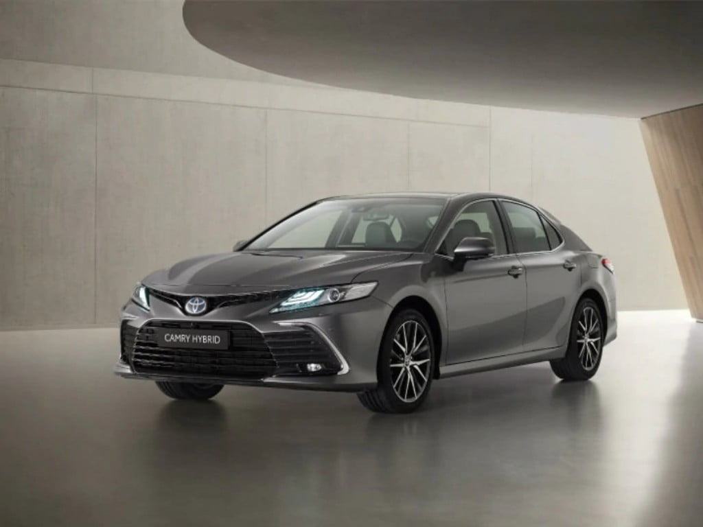 Toyota has unveiled the mid-life facelift for the Camry Hybrid sedan in Europe.