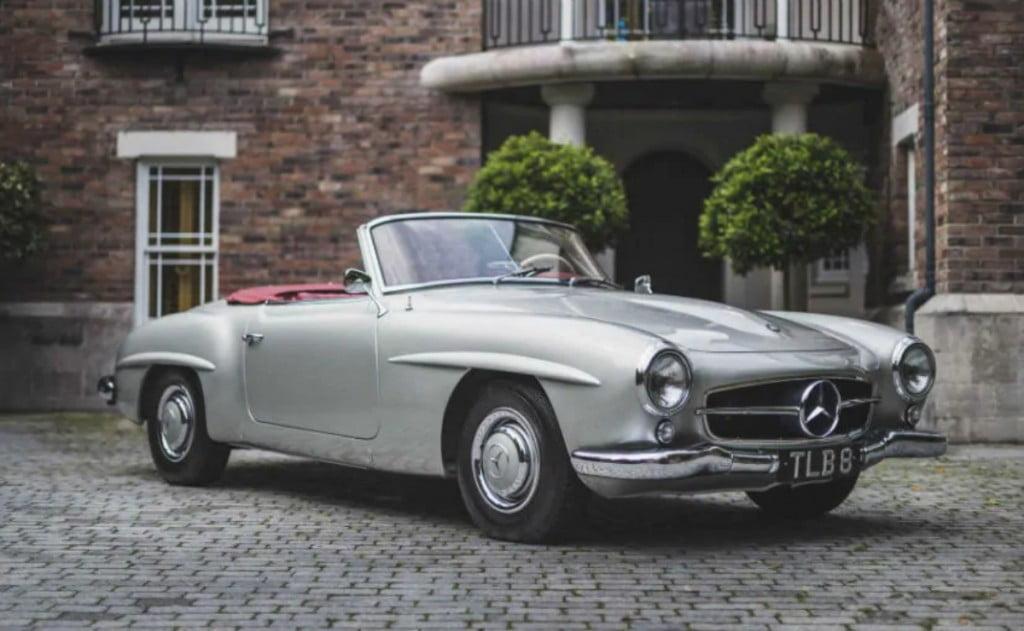 Joe Biden avait également une Mercedes-Benz 190SL avec plus de 100000 miles et était livré avec un carburateur Solex.
