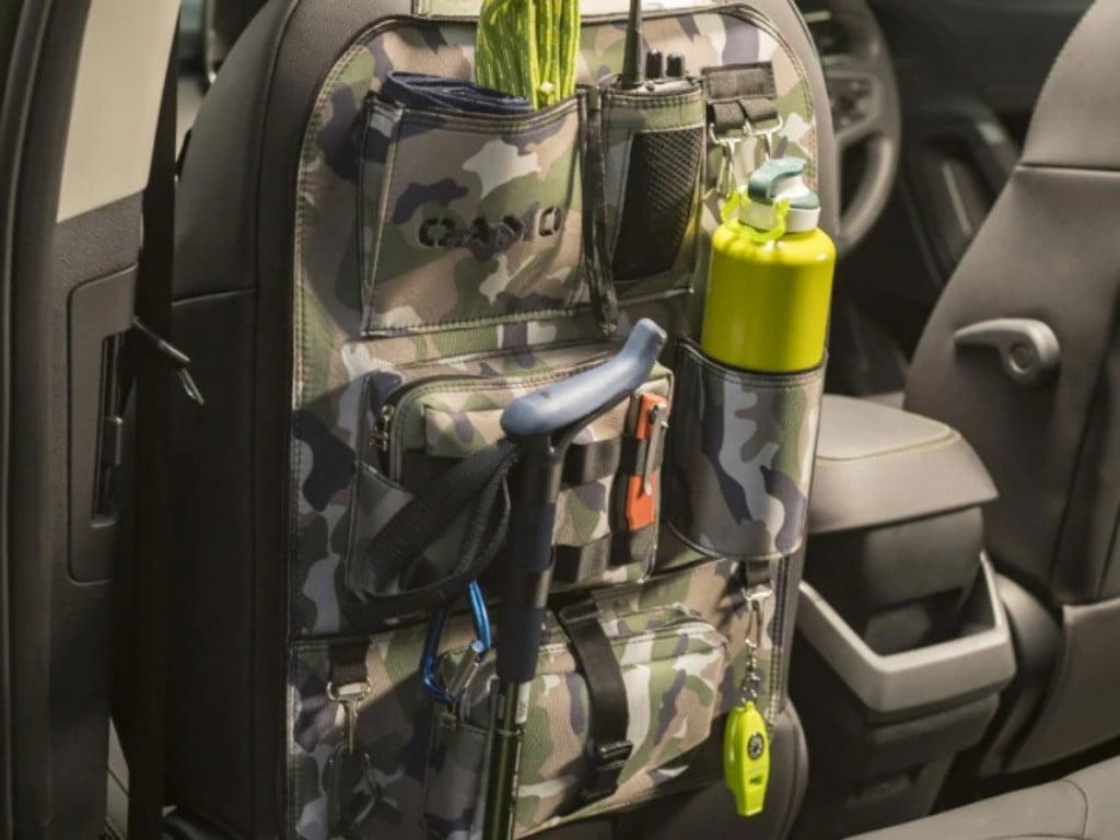 Les packs Camo Stealth et Camo Stealth + ajoutent des accessoires à l'intérieur et à l'extérieur.